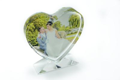 Cadre personnalisable en cristal en forme cœur avec socle