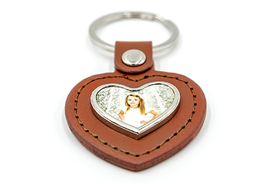 Porte-clés cœur en métal et cuir marron